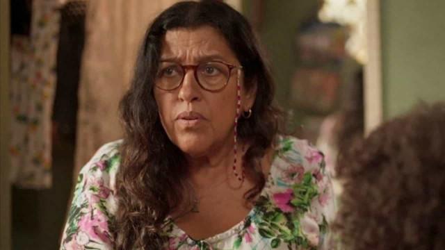 Regina Casé grava cenas finais de 'Amor de Mãe' e relata ter feito 30 testes de Covid