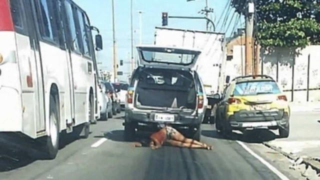 Policiais acusados de arrastar e matar mulher não foram punidos