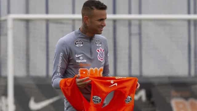 Luan volta aos treinos no Corinthians e pode jogar o clássico na quarta