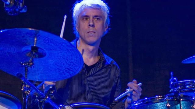 Bill Rieflin, baterista do R.E.M, morre aos 59 anos