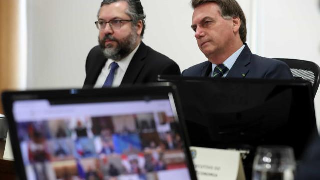 Em reunião, Ernesto se refere à China como país não democrático