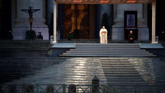 Papa enaltece os que sem medo enfrentam a pandemia para salvar vidas