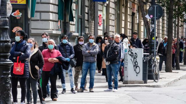 """""""Não temos dinheiro e precisamos de comer"""": Crise no sul de Itália"""