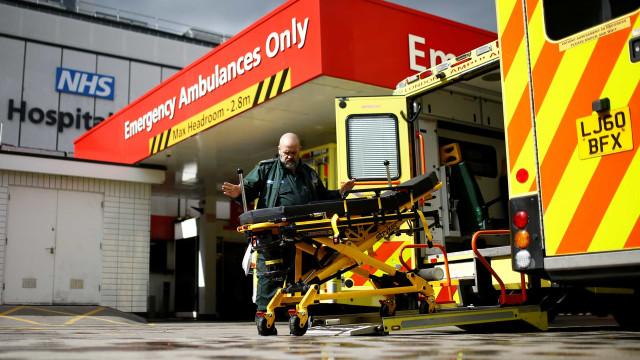 Covid-19: Reino Unido contabiliza mais 708 mortos e soma 4.313 óbitos