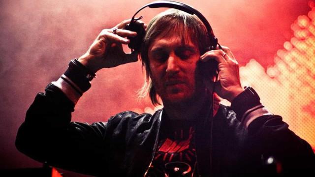 Após show no Louvre, David Guetta faz live beneficente em cartão-postal de Dubai