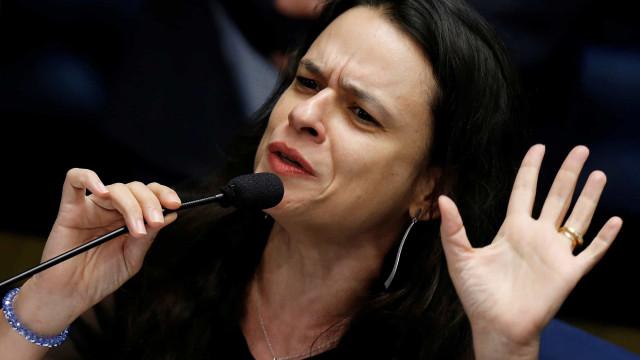 Janaina Paschoal diz que está sendo constrangida por deputado e ameaça arrebentá-lo