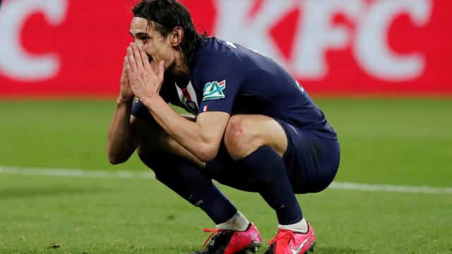 Com show de Cavani e Bruno Fernandes, United goleia Roma; Villarreal bate Arsenal