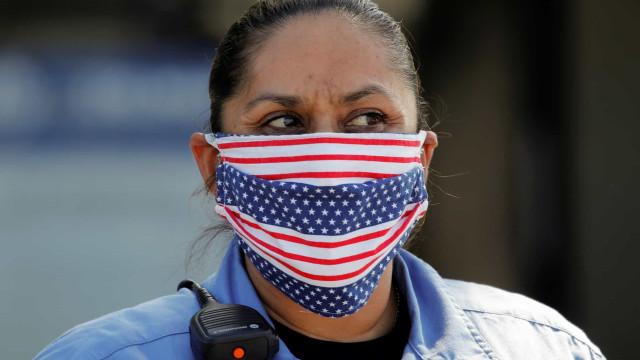 EUA têm 1 milhão de casos em 1 semana; Califórnia decreta toque de recolher