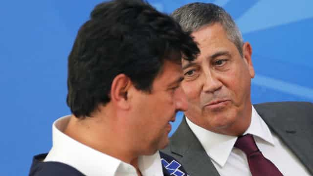Após rumores de demissão, Mandetta e Braga Netto falam em 'união'