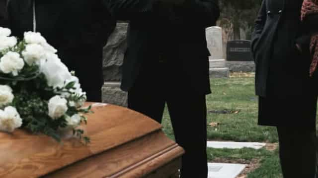 Filha morre durante funeral da mãe infectada com Covid-19