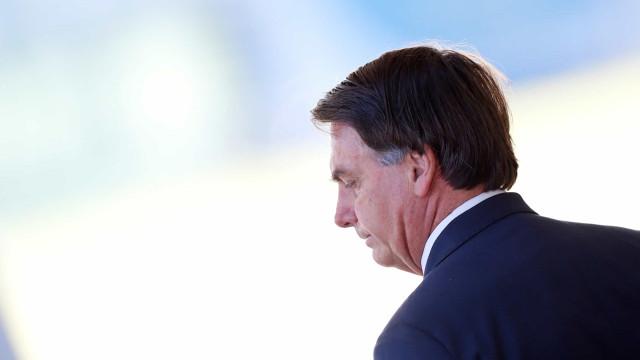 Bolsonaro deixa Ministério da Defesa sem falar com a imprensa