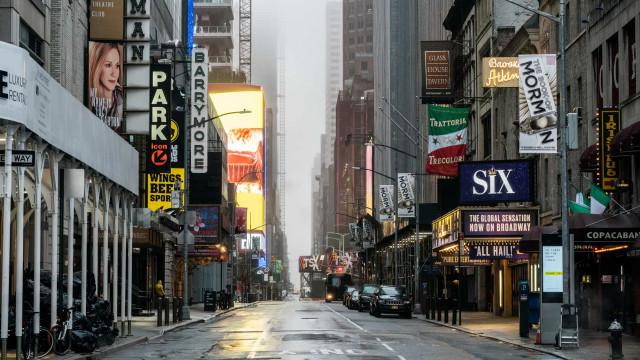 Reabertura de Nova York esbarra em incertezas e bolsões de Covid