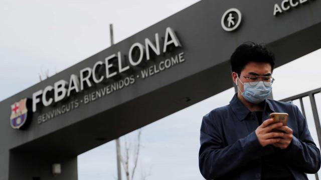 Barcelona revela que um jogador testou positivo para covid-19