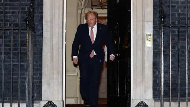 Boris Johnson volta ao trabalho na segunda-feira