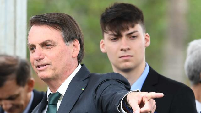 Empresa contratada pelo governo atua de graça para Renan Bolsonaro