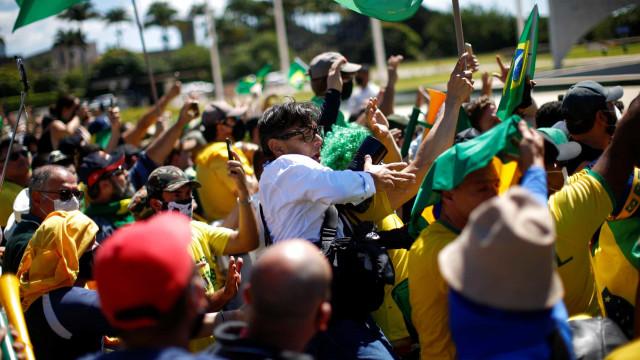 PM veta pirotecnia pelas torcidas em ato pró-democracia na Av Paulista