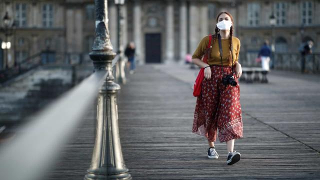 """Conselho Científico diz que """"epidemia está controlada"""" na França"""