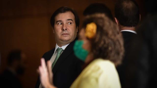 Há conflito entre equipe econômica e o que pensa Bolsonaro, diz Maia