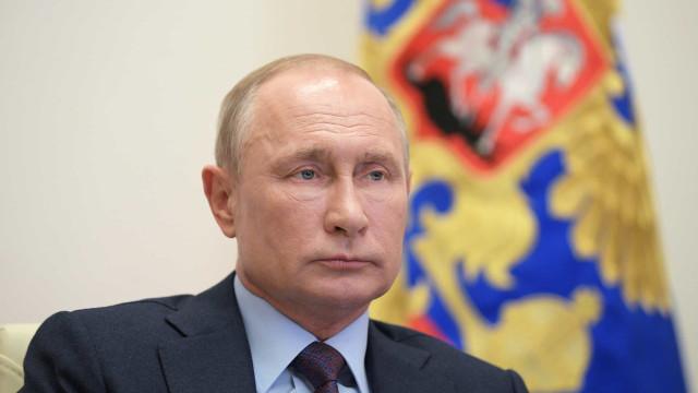 Rússia cerceia repórteres horas após jornalista do país ganhar Nobel da Paz