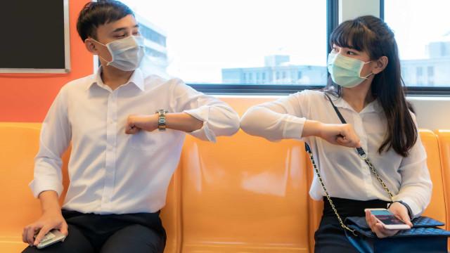 Covid-19: Uso de máscara em locais públicos reduz transmissão em 40%