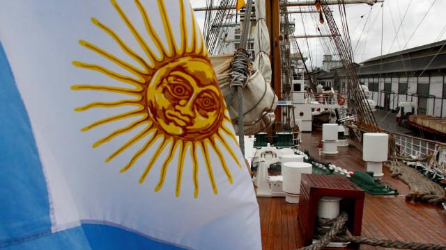 Argentina volta a limitar entrada de importados