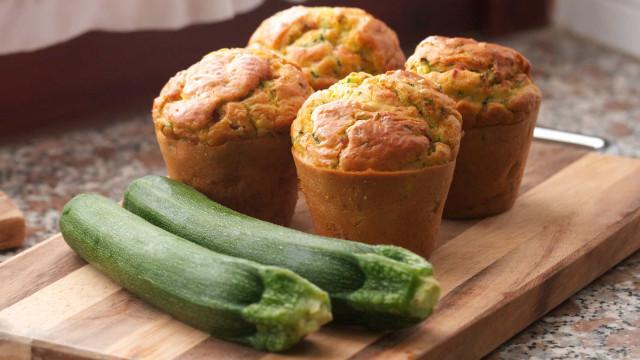 Snacks saudáveis: aprenda fazer mini muffins de abobrinha