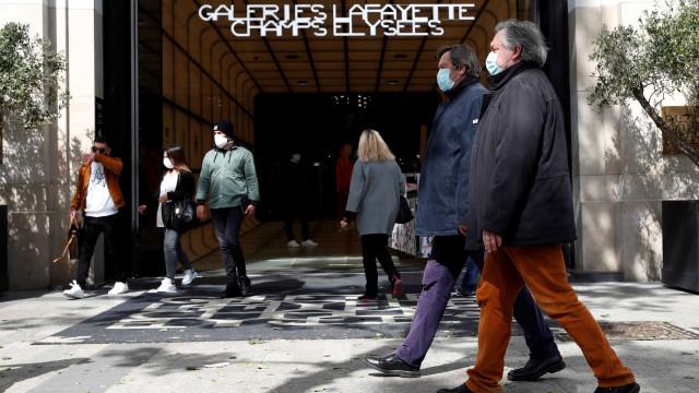 França registra mais 25.056 casos de Covid-19 e 122 mortos em 24 horas