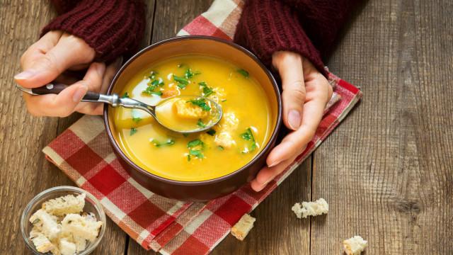 3 receitas deliciosas de sopa para os dias friozinhos em casa