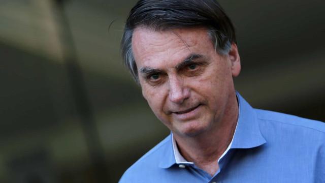 Bolsonaro despista imprensa e fala apenas com apoiadores