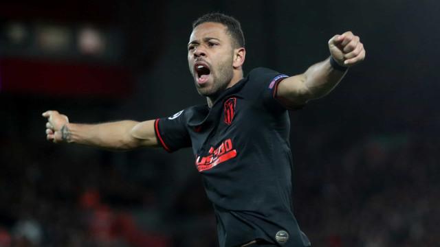 Recuperado da covid, Renan Lodi volta aos treinos no Atlético de Madrid
