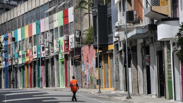 'Ao fecharem o comércio, vem o desemprego em massa', diz Bolsonaro
