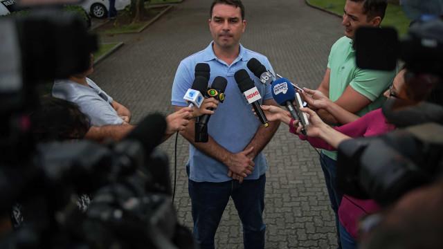 Na mira da PF, Flávio Bolsonaro escancara sua ausência do Senado