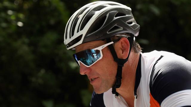 Ex-ciclista Lance Armstrong admite o uso de drogas desde os 21 anos