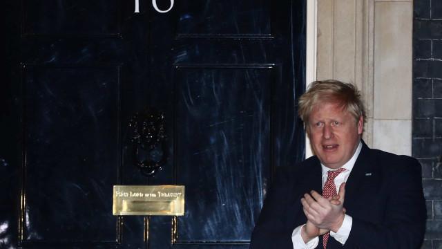 """Johnson promete sistema """"imbatível"""" para rastrear Covid-19"""