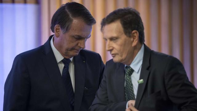 Bolsonaro pede a Crivella o retorno do futebol no Rio de Janeiro