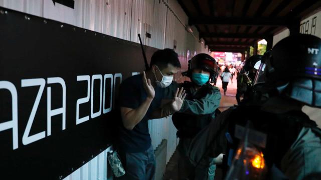 Violência volta a Hong Kong e testa plano de controle da China