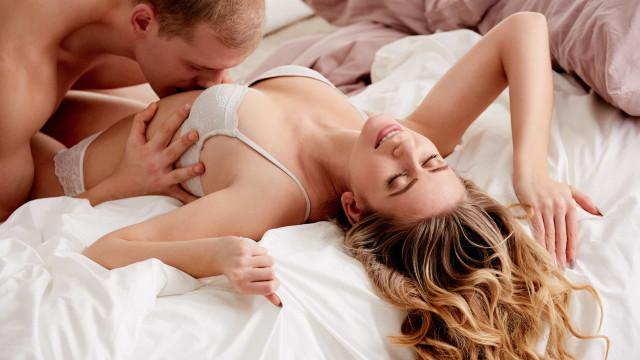Noites quentes. Usar gelo no sexo oral? Especialistas dão dicas