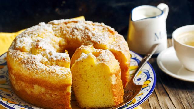Receita saudável de bolo de iogurte com farinha de aveia