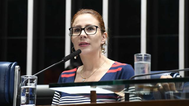 Carla Zambelli vai à Justiça para barrar Renan na relatoria da CPI da Covid