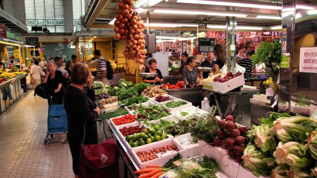 Pandemia fecha mercados populares na América Latina