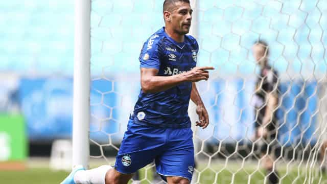 Grêmio descarta programação diferente com Diego Souza após coronavírus
