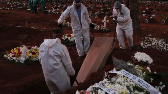 Brasil registra 1.086 novas mortes em 24h; total vai a 25.598