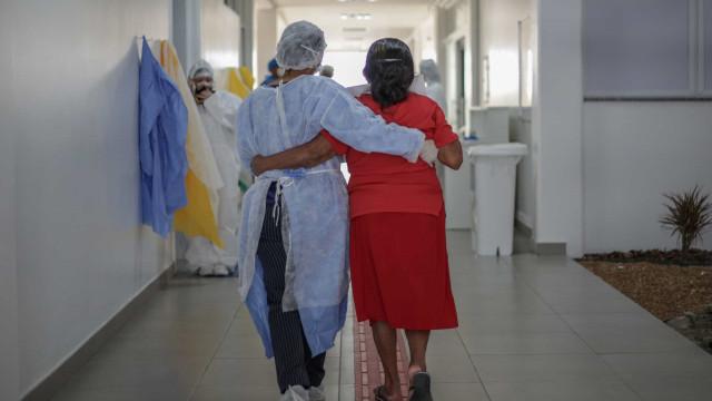 Auxiliar não usa máscara, pega a Covid e se cura em 18 dias no hospital