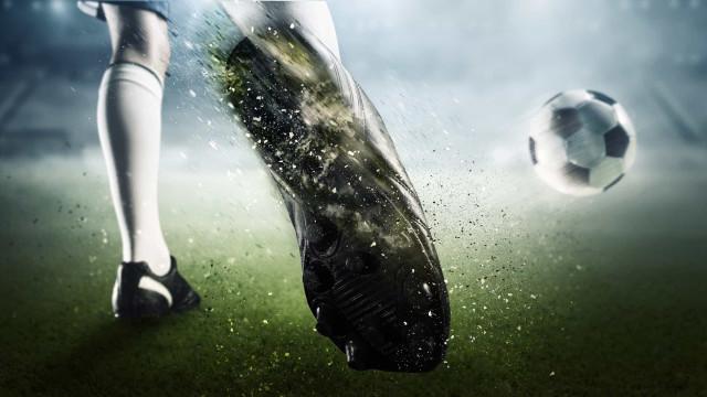 Lyon goleia o Monaco e empate do Lille deixa PSG na liderança
