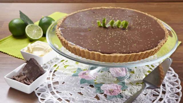 Aprenda a fazer uma deliciosa Torta de Limão com Chocolate
