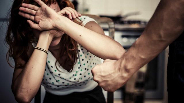 Violência contra a mulher: denúncias ao 180 sobem 40%