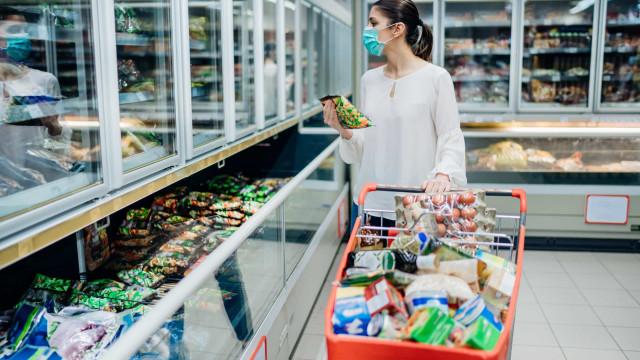 Shoppings e supermecados adotam a câmara de higienização