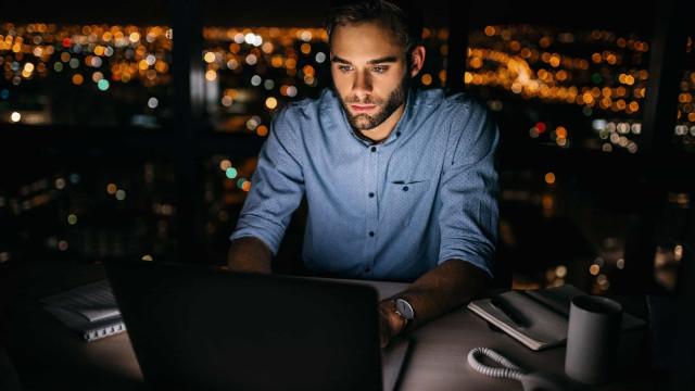 Trabalhar à noite altera o cérebro e aumenta risco de depressão