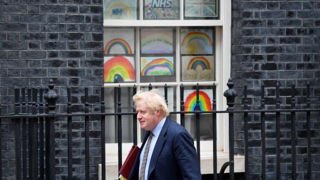 Como vai ser o Natal? Boris Johnson responde a carta de menino preocupado