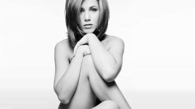 Jennifer Aniston leiloa foto nua para ajudar no combate a covid-19